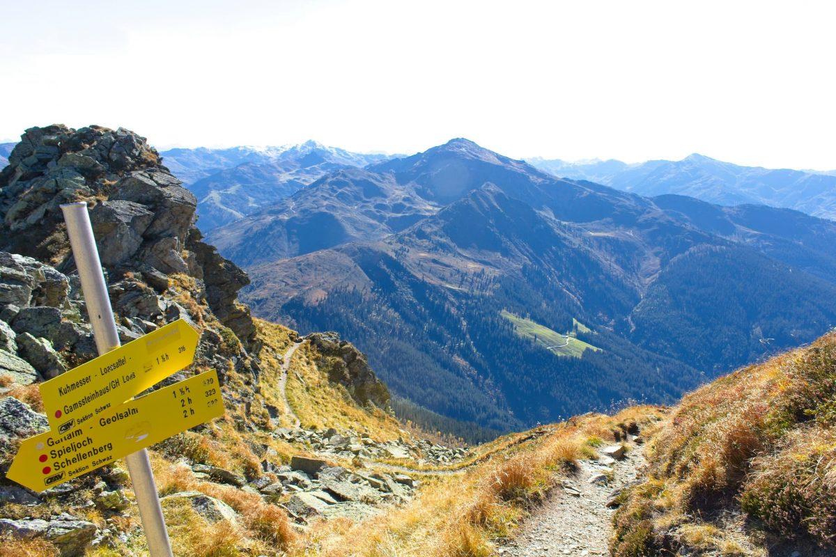 In den Zillertaler Alpen - Wegweiser